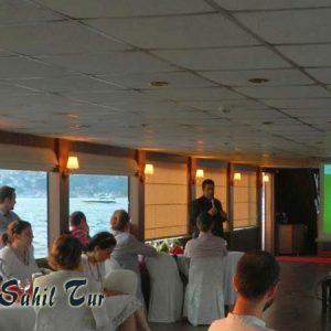 Teknede İş Toplantısı