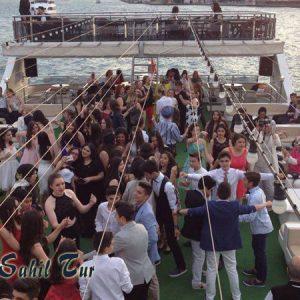 Teknede Mezuniyet Kutlaması